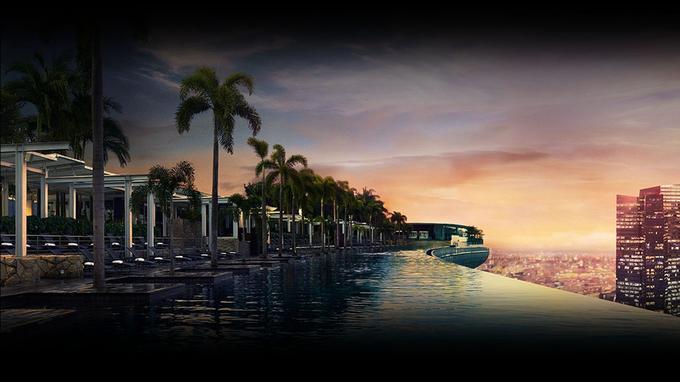 Au sommet des 200 mètres de hauteur du complexe hôtelier, la piscine à débordement domine la ville de Singapour. (Crédit photo: presse Marina Bay Sands)