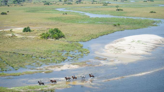 Cavaliers et chevaux apprécient ces balades amphibies dans des eaux couleur de thé le long de plages de sable blanc.