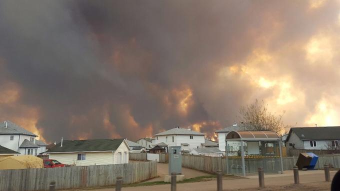 Depuis mardi, des feux de forêt et de broussailles ravagent Fort McMurray, dans la province canadienne d'Alberta à l'Ouest du Canada.