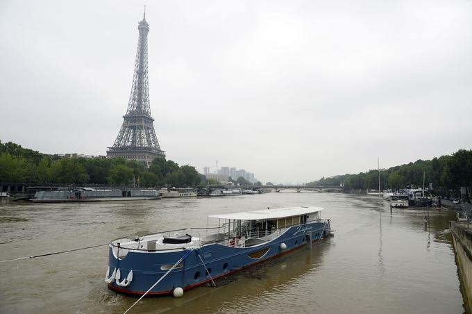Beaucoup de péniches d'activités ont fermé leurs portes face à la montée des eaux.