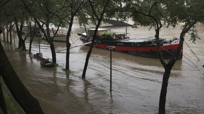 Une grande partie des péniches se retrouve sans quais à cause de la montée de la Seine.