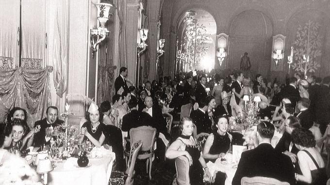 Durant les Années folles, le Ritz était l'ambassade de cet art de vivre à la française qu'affectionnaient les grandes familles américaines. Les Vanderbilt ou les Rockefeller ont ainsi fait la fortune et la réputation de ce grand hôtel.