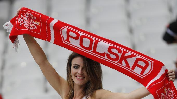 Une supportrice de l'équipe de Pologne au Grand Stade où s'affronte ce jeudi l'Allemgne et la Pologne.