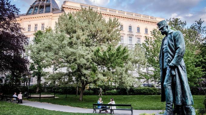 La statue de François-Joseph dans le Burggarten, qui était autrefois le jardin privé de l'empereur. C'est aujourd'hui un lieu d'agrément très prisé.