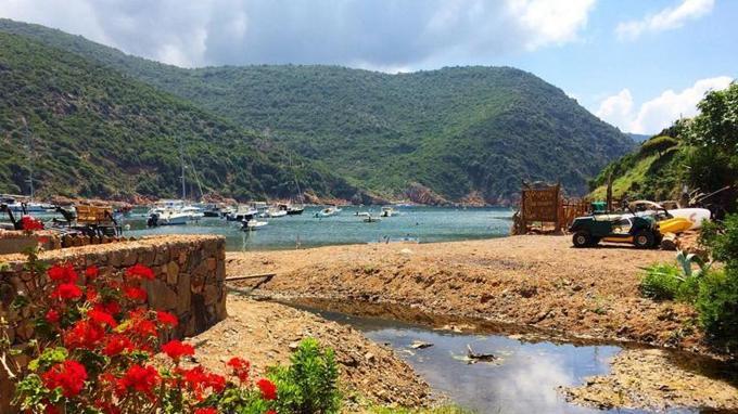 Le village de Girolata, en Corse, pris en photo par Laurène, auteur du blog @Carnetdescapades.