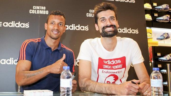Nani (à gauche) lors de l'ouverture d'un nouveau magasin Adidas à Lisbonne en 2015.