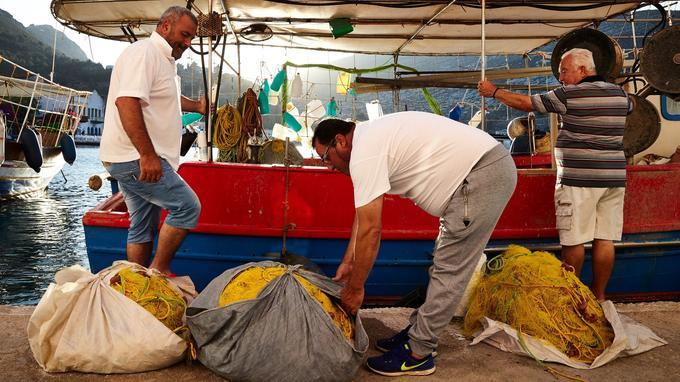 Daurades et mérous, poulpes et calamars, petites crevettes et langoustes: les pêcheurs assurent chaque jour un festin iodé.