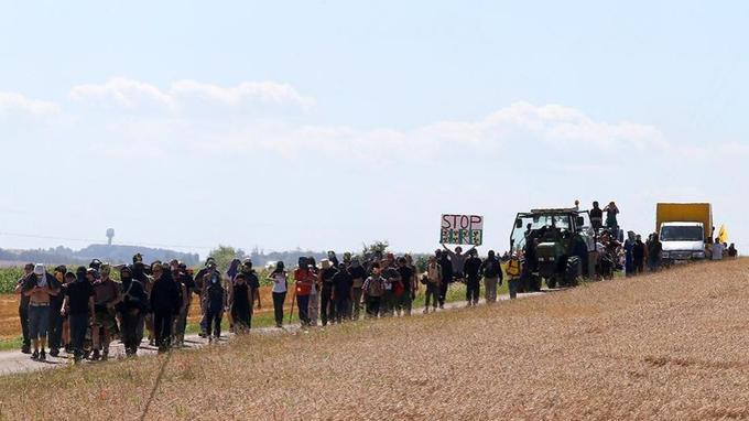 Les manifestants se sont rendus au bois Lejuc.