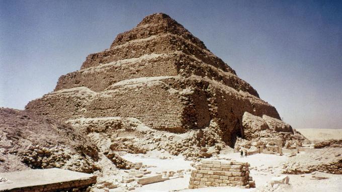 La pyramide de Djéser est le sosie de celle découverte au Kazakhstan.