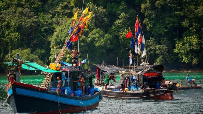 Les pêcheurs birmans et mokens viennent relâcher dans les îles à la recherche d'eau douce.