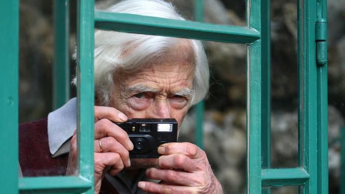 Marc Riboud découvrit la photographie dès 14 ans avec un Vest Pocket Kodak.
