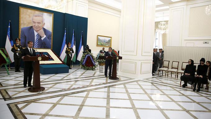 Le premier ministre russe Dmitri Medvedev a prononcé un discours lors de la cérémonie.