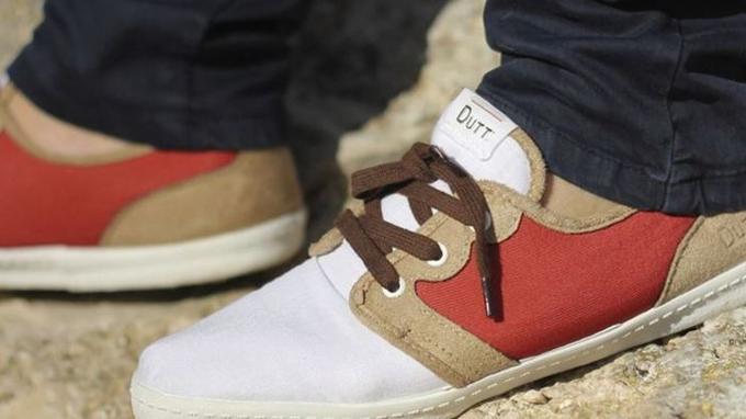 b956477a467090 Le leitmotiv de cette marque est de préserver les emplois, les traditions  et le savoir-faire français. Les chaussures sont ainsi fabriquées à la main  en ...