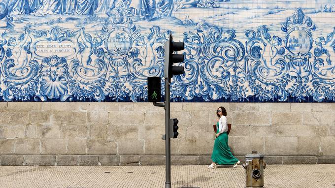 Les azulejos font partie intégrante du paysage portugais, il suffit de flâner dans les rues de Porto pour les découvrir.