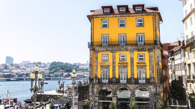Au cœur du quai de Ribeira, l'hôtel Pestana Vintage récemment rénové. Ambiance contemporaine casual et façades classées.