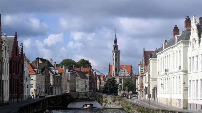 Le canal Le Spiegelrei à Bruges.