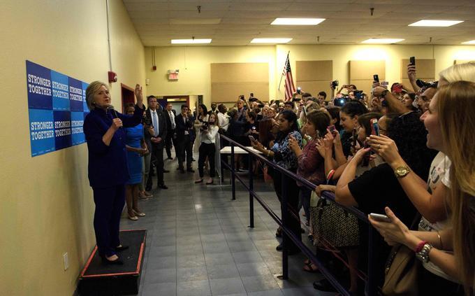 Hillary Clinton, après son «selfie moment». Brendan Smialowski/ AFP