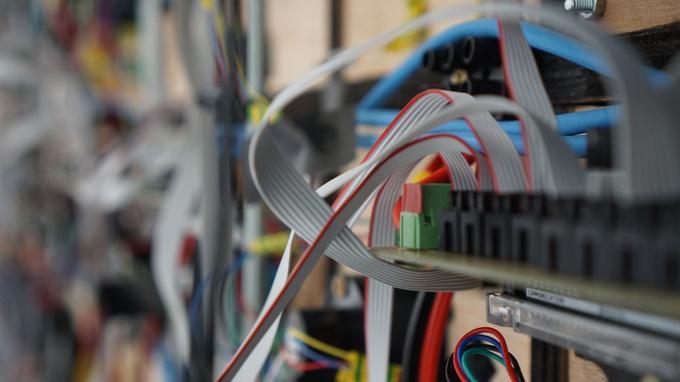Les coulisses de l'œuvre Cinetica: des puces arduino et d'innombrables composants électroniques