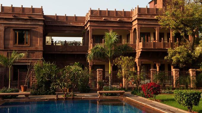 Idéal pour ce ressourcer loin du tumulte des villes indiennes, l'hôtel Ratan Villas, à Jodhpur , plonge le visiteur dans le charme discret de l'Inde coloniale tout en subtilité britannique .
