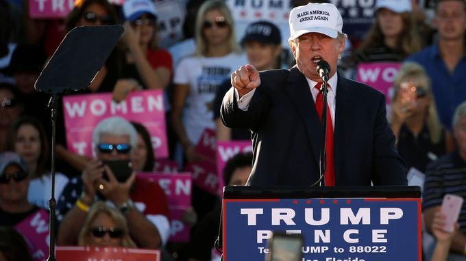 Donald Trump était en meeting dimanche à Naples dans l'État de Floride.