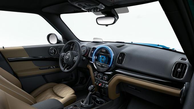 L'ergonomie a été revue et l'instrumentation centrale se dote d'un écran tactile.