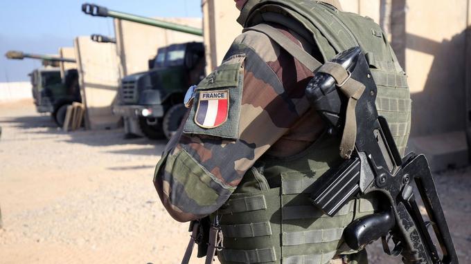 Un soldat français dans la base de Qayyarah au sud de Mossoul.