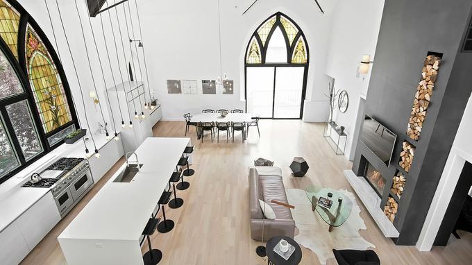 A Chicago, des particuliers se sont installés dans cette ancienne église devenue un lotf de plus de 500m2.