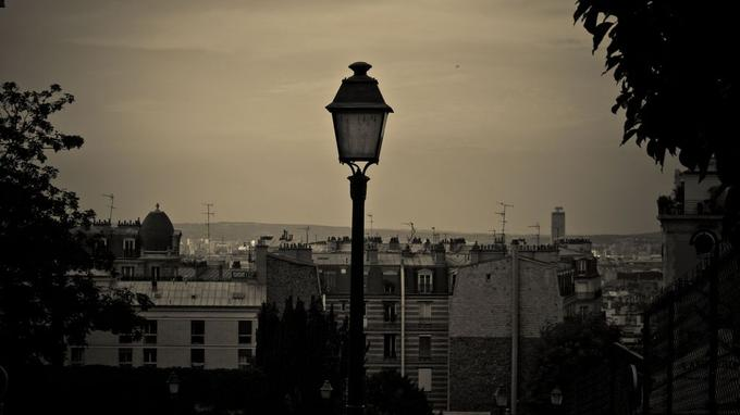Un lampadaire sur la butte Montmartre. Crédit: Thomas Sauzedde. (Flickr).