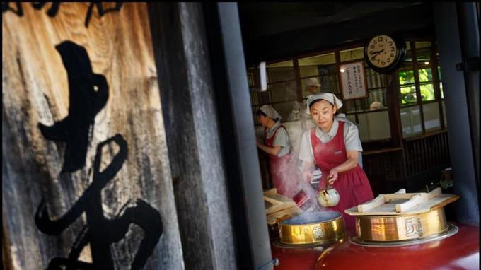 La pâtisserie Akafuku honten, fondée en 1707, c'est une institution.
