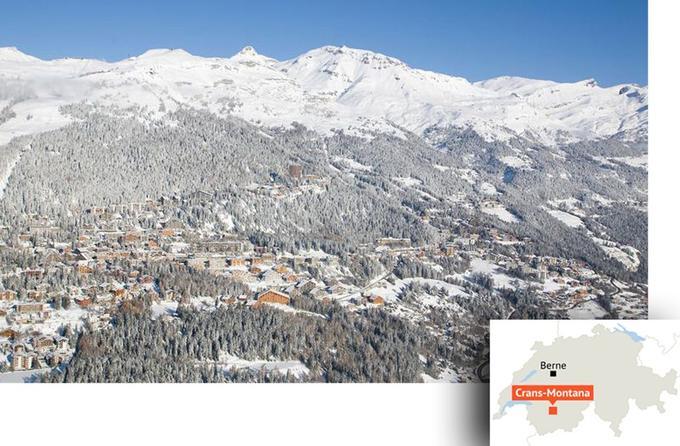 Crans-Montana. Au fond, le domaine skiable. © Crans-Montana Tourisme / Denis Emery.