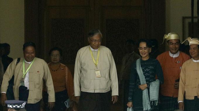Le nouveau président élu, Htin Kyaw, un fidèle compagnon de dissidence d'Aung San Suu Kyi