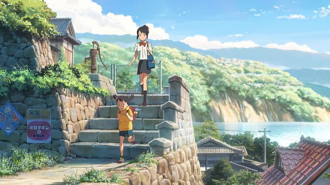 Mitsuha et sa soeur Yotsuha sur le chemin de l'école