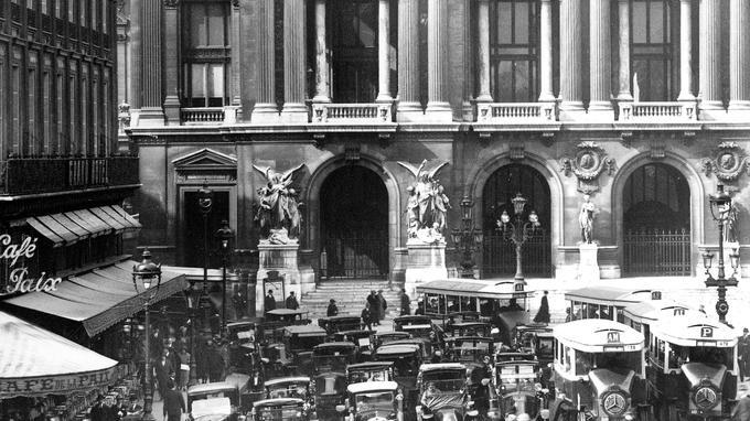 Place de l'Opéra à Paris en 1924.