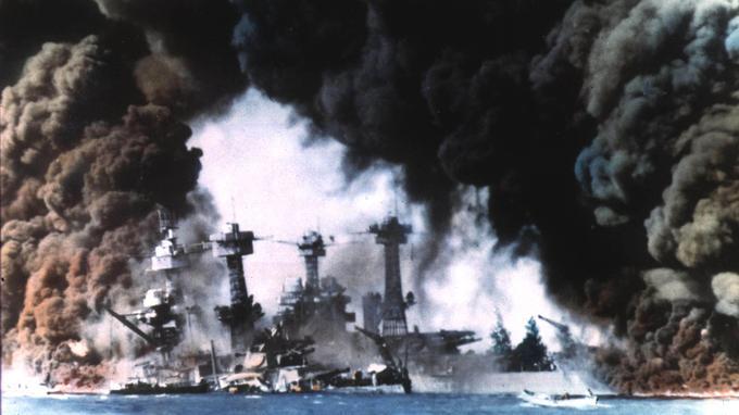 L'attaque de Pearl Harbor par les Japonais le 7 décembre 1941.