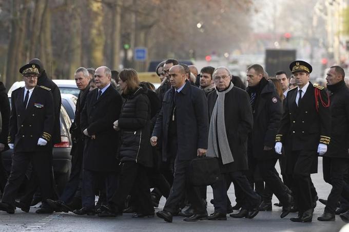 Anne Hidalgo, Bruno Le Roux et Juliette Méadel étaient présents pour la cérémonie d'hommage, avec également le procureur de Paris, François Molins.