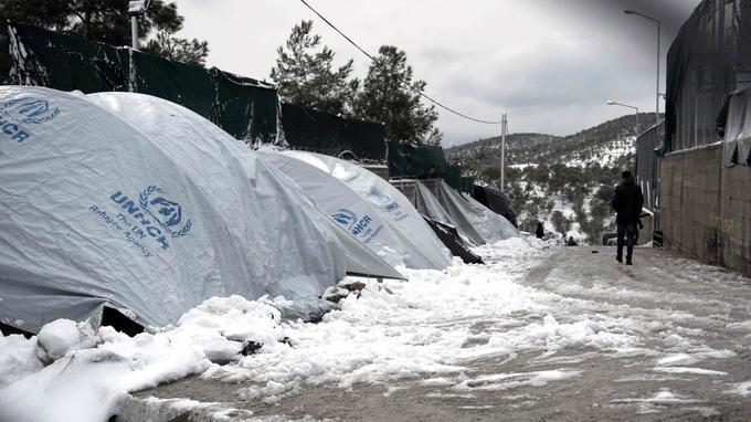 2500 personnes vivent sous des tentes dans le camp de Moria sur l'île grecque de Lesbos.