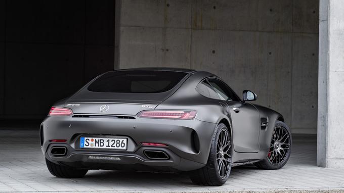 La nouvelle version AMG-GT C s'offre des ailes arrière élargies et des pneumatiques de 20 pouces à l'arrière.