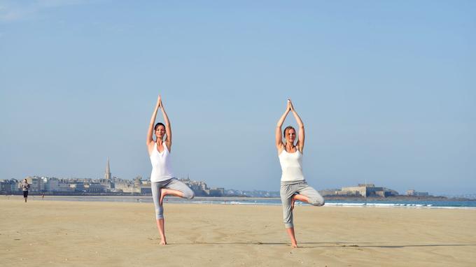 L'immense plage de sable blond de Saint-Malo donne à rêver et à méditer.