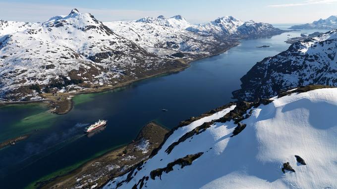 Un bateau d'Hurtigruten dans les fjords norvégiens. © Trym Ivar Bergsmo