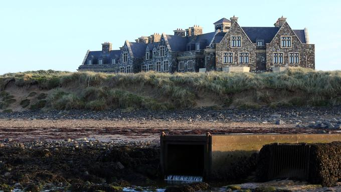 Doonbeg signifie «petite forteresse» en gaélique irlandais.