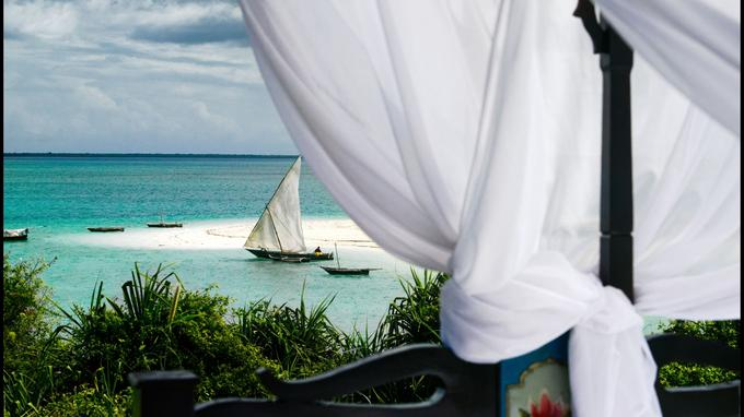 Zanzibar est la citadelle du temp, éclairée d'un jeu de lumières et d'ombres entre la nature et les hommes.