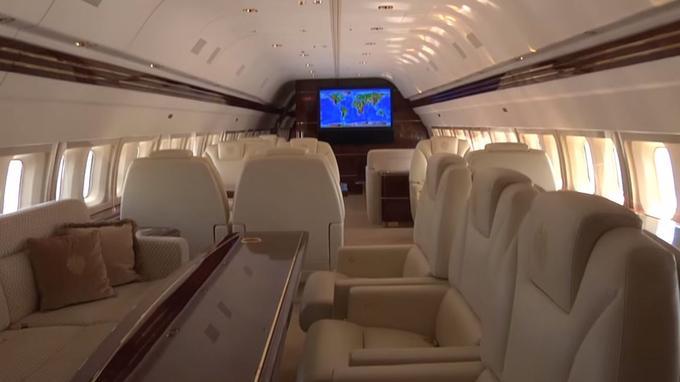 Le Boeing 757 de Trump. Il ne contient que 43 places. <i>Crédits: capture d'écran Youtube</i>.
