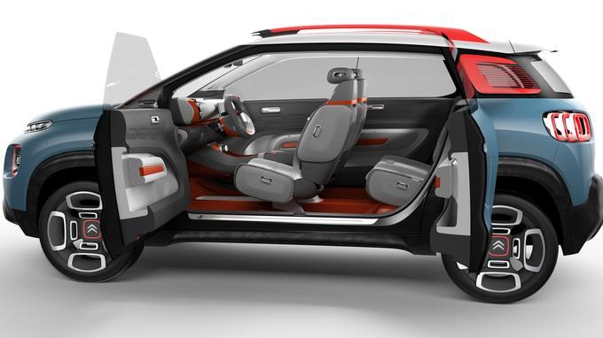 Les portes à ouverture antagoniste participent à l'aspect spectaculaire du concept Citroën.