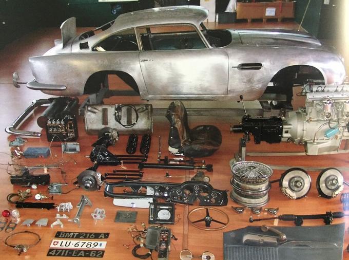 Faisant partie d'une série de quatre voitures, la DB5 présentée à Rétromobile a été entièrement restaurée en Suisse dans les ateliers de Roos Engineering.