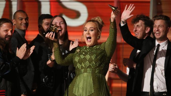 Adèle remporte le Grammy de l'album de l'année avec «25».