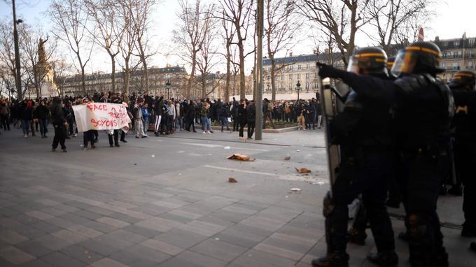 Place de la République, samedi à Paris.