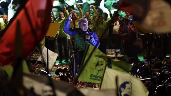 Lenin Moreno est le candidat du parti socialiste au pouvoir. Agressé en 1998, il est partiellement paralysé et se déplace en fauteuil roulant.