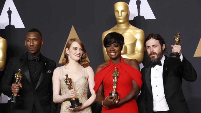 Les vainqueurs des quatre catégories comédiens Mahershala Ali, Emma Stone, Viola Davis, Casey Affleck.