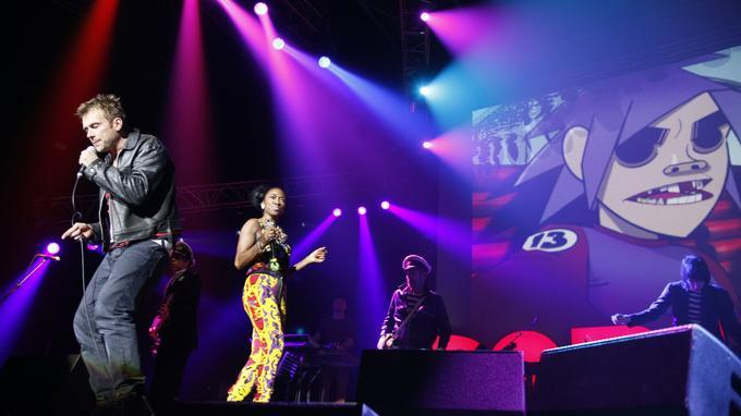 Gorillaz sur la scène du Zénith à Paris en novembre 2010.