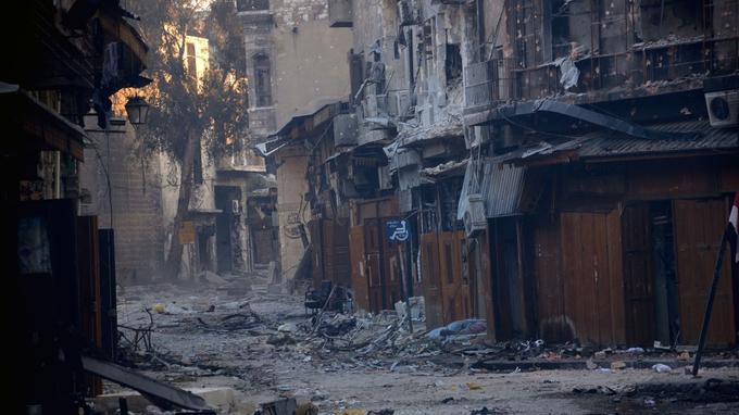 Durant la bataille, de 2012 à 2013, l'armée syrienne et les rebelles se sont affrontés dans les galeries longues de 14 km qui constituaient le souk Al-Madina.